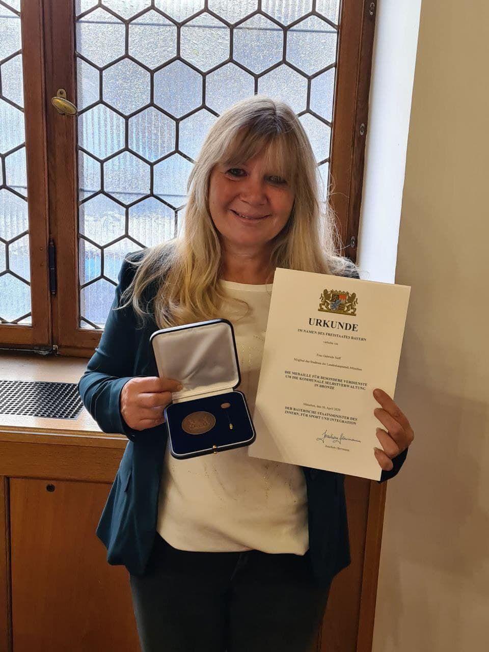 Medaille und Dankurkunde für besondere Verdienste um die kommunale Selbstverwaltung Gabriele Neff